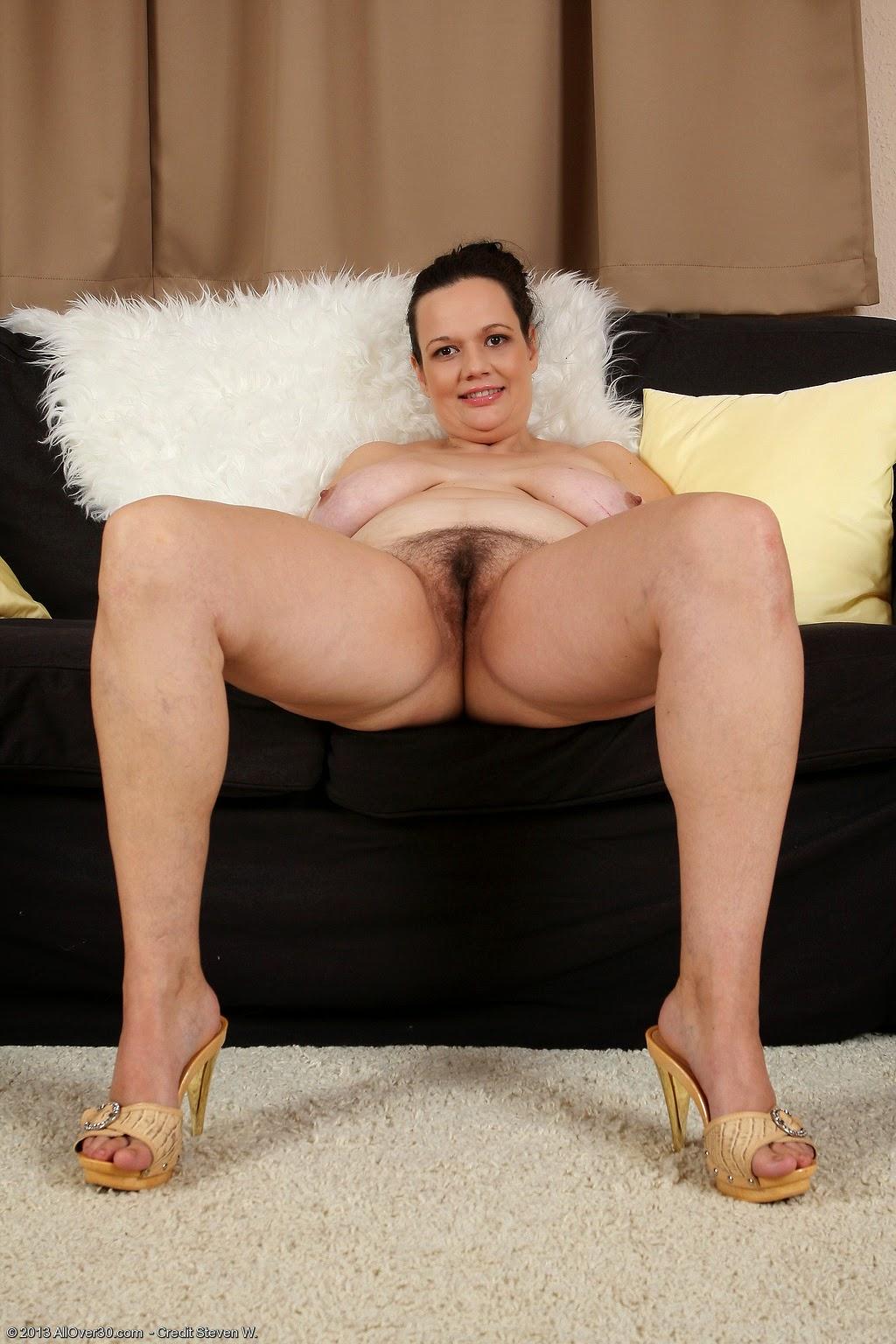 of sized pics beauties queen nude