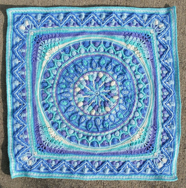 crochet mandala with Dandelion