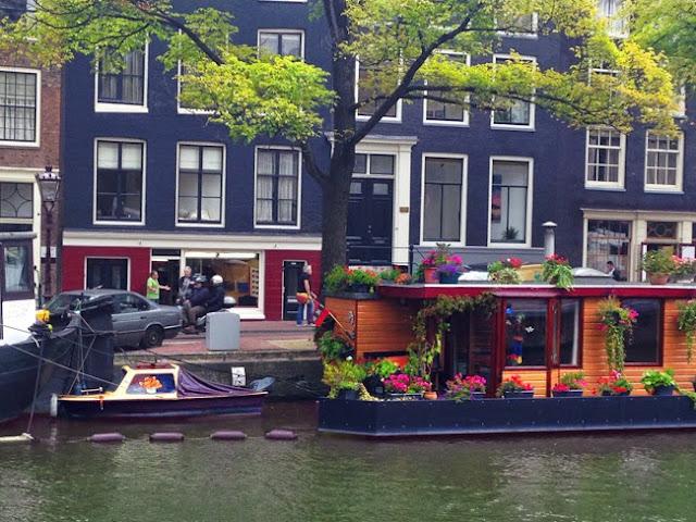 Amsterdam Reiseblog Tipps Amsterdam ohne Kiffen Amstel Fluss Hausboot Katzenboot Amsterdam Katze Verkehr fahrrad mieten Amsterdam