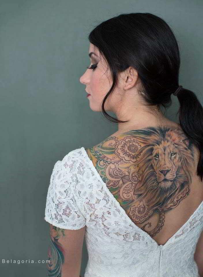 Un precioso tatuaje en la espalda con mucho significado
