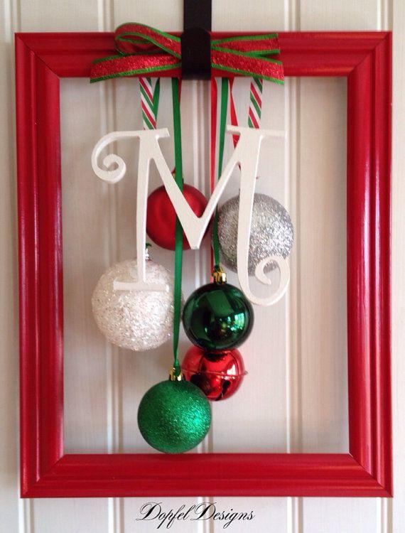 8 adornos navide os con marcos para decorar en esta for Ideas para decorar marcos de puertas