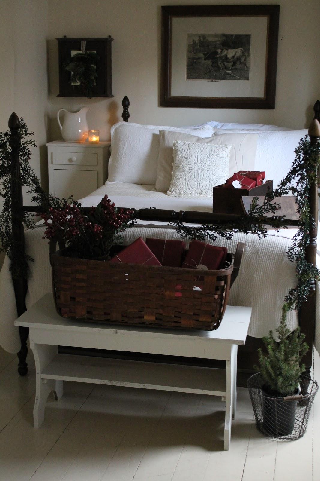 FARMHOUSE 5540: Christmas Guest Bedroom
