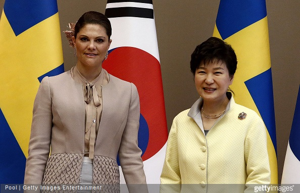 Crown Princess Victoria of Sweden poses with South Korena president Park Geun-Hye before their meeting at the presidential blue house