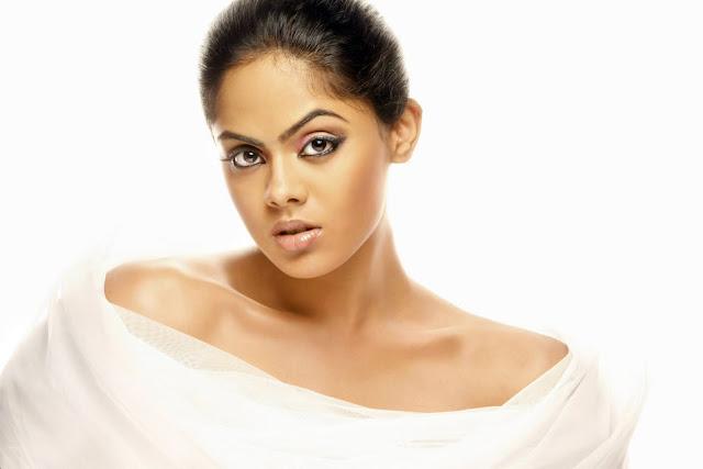 mallu actress karthika nair hot photos