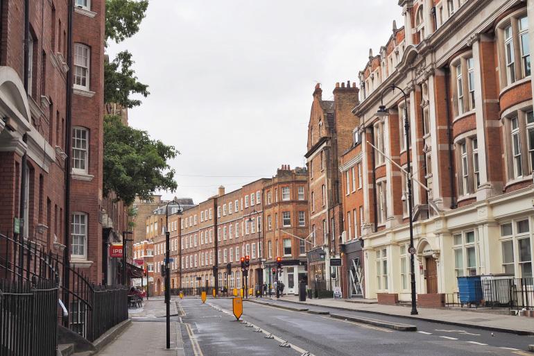 Les jolies façades en briques de la ville de Londres