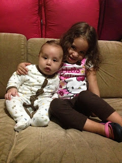 Sophia abrazando a Fabián