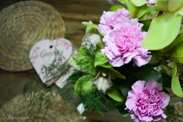 kukka kukkakimppu orkidea asetelma syntymäpäiväkimppu onnittelu
