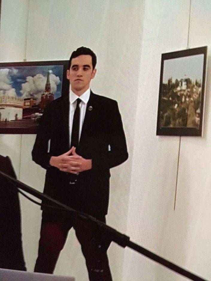 صور الذي أطلق النار على السفير الروسي بتركيا