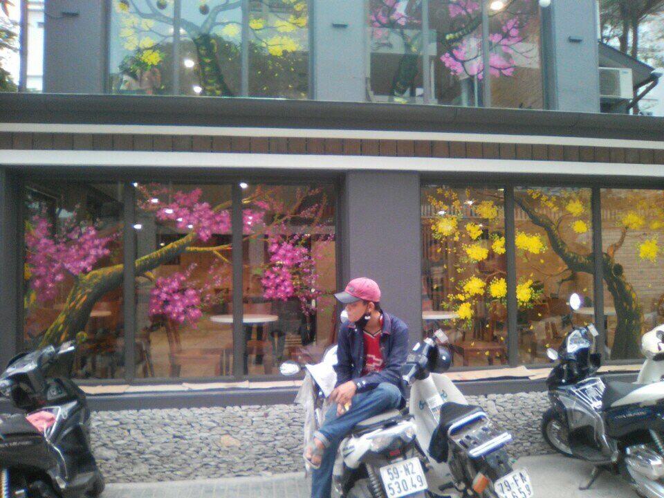 0be34cbcf38f1cd1459e vẽ trang trí hoa mai, hoa đào lên kính