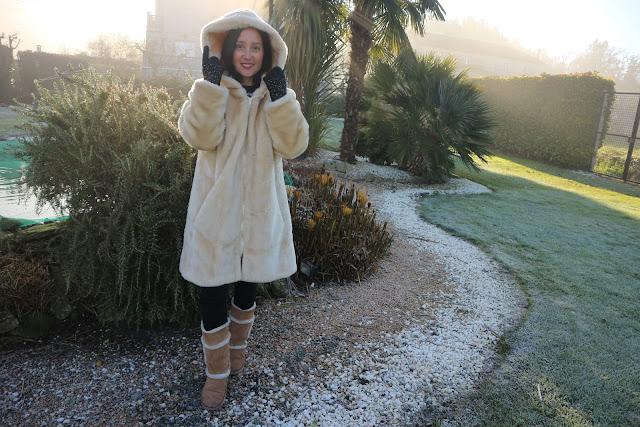Como combinar un abrigo de pelo blanco