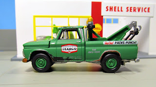 Johnny Lightning  Tow Truck