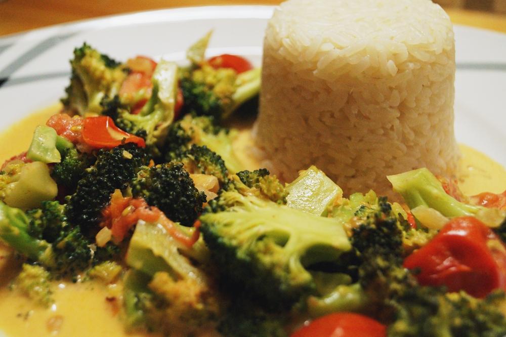 Brokkoli-Tomaten-Pfanne mit Reis