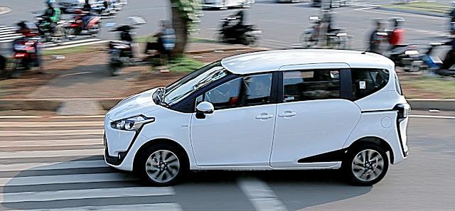 Kelebihan Kekurangan Toyota Sienta vs