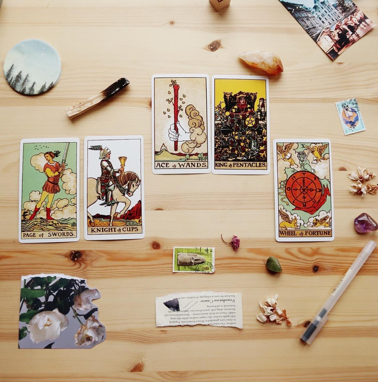 An Introduction to Tarot: A Simple FAQ - Ortolana Clare