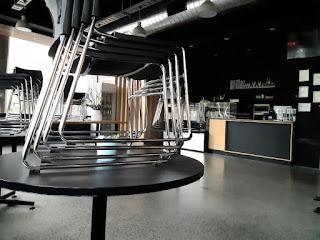 閉店後のとあるカフェ