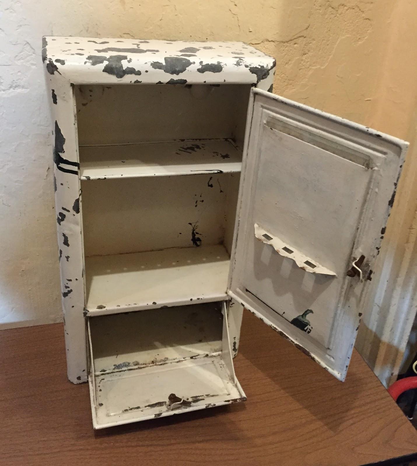 Medidas De Un Botiquin Para Baño:Mueble botiquín de baño, metálico con señales del paso del tiempo