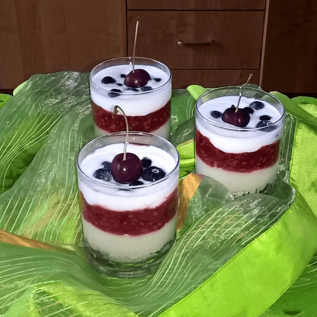 Letni deser malinowy z kaszką manną