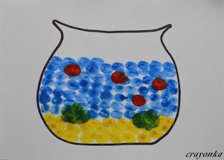 akwarium z namalowanymi rybkami
