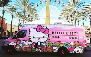 Foto Mobil Cafe Bergambar Hello Kitty Warna Pink Lucu