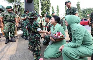 Pangkostrad Kunjungi Resimen Armed 2/1 Kostrad