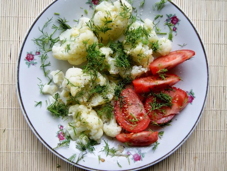 Kalafior na parze z masłem czosnkowym