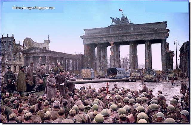 May 9 1945 Russian troops Brandenburg Gate Berlin