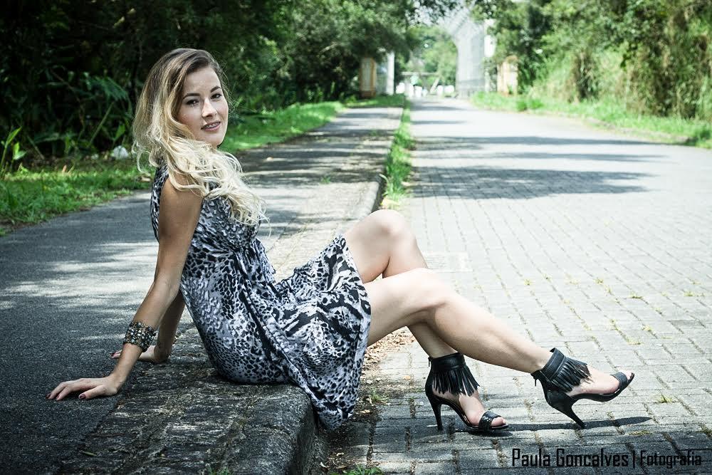 Look sandália franjas e vestido - Blog Ally Arruda