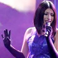 Foto de Laura Pausini peruana cantando