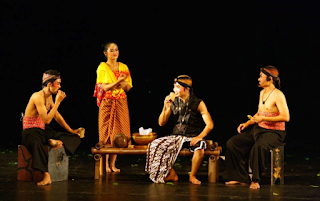 Ciri dan Fungsi Teater Tradisional