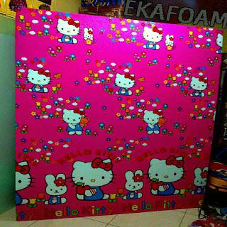Kasur inoac motif hello kitty merah jambu