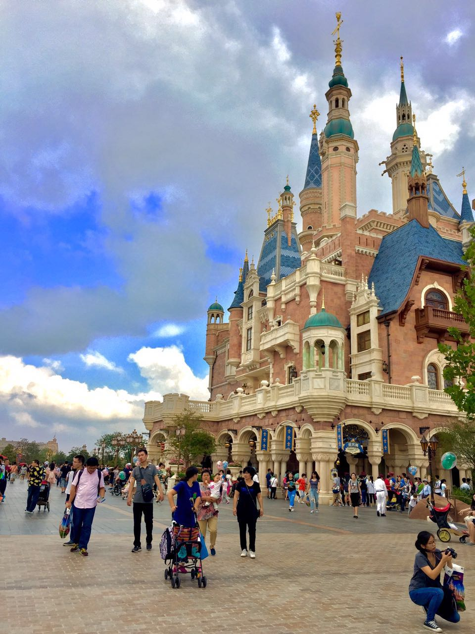 Shanghai Disneyland Enchanted Storybook Castle