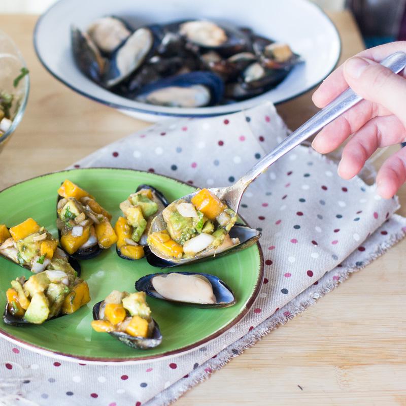 """Mejillones con vinagreta de mango. Pim Pam Ñam, platos frescos listos en 10 minutos"""" de La Sirena"""
