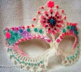 http://manualidadesreciclables.com/14859/mascara-veneciana-a-crochet