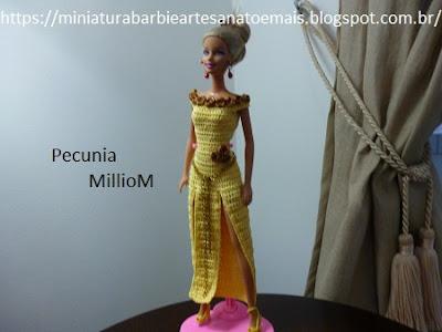 Barbie usando Vestido de Croche Com Fenda Dupla Criado Por Pecunia MillioM