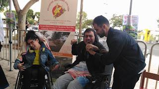 Ο Βαγγέλης μιλάει με παιδιά από το σύλλογο Δικαίωμα στη Ζωή