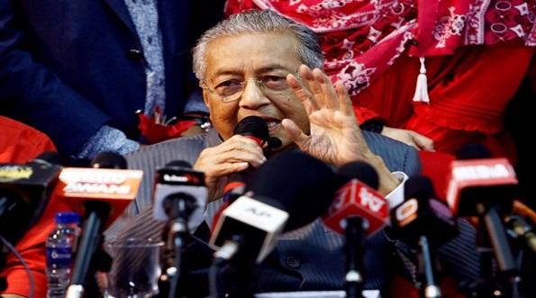 'Sekarang Bukan Masa Tepat Untuk Kita Memberi Gaji Lebih Tinggi Kepada Penjawat Awam' - Dr Mahathir