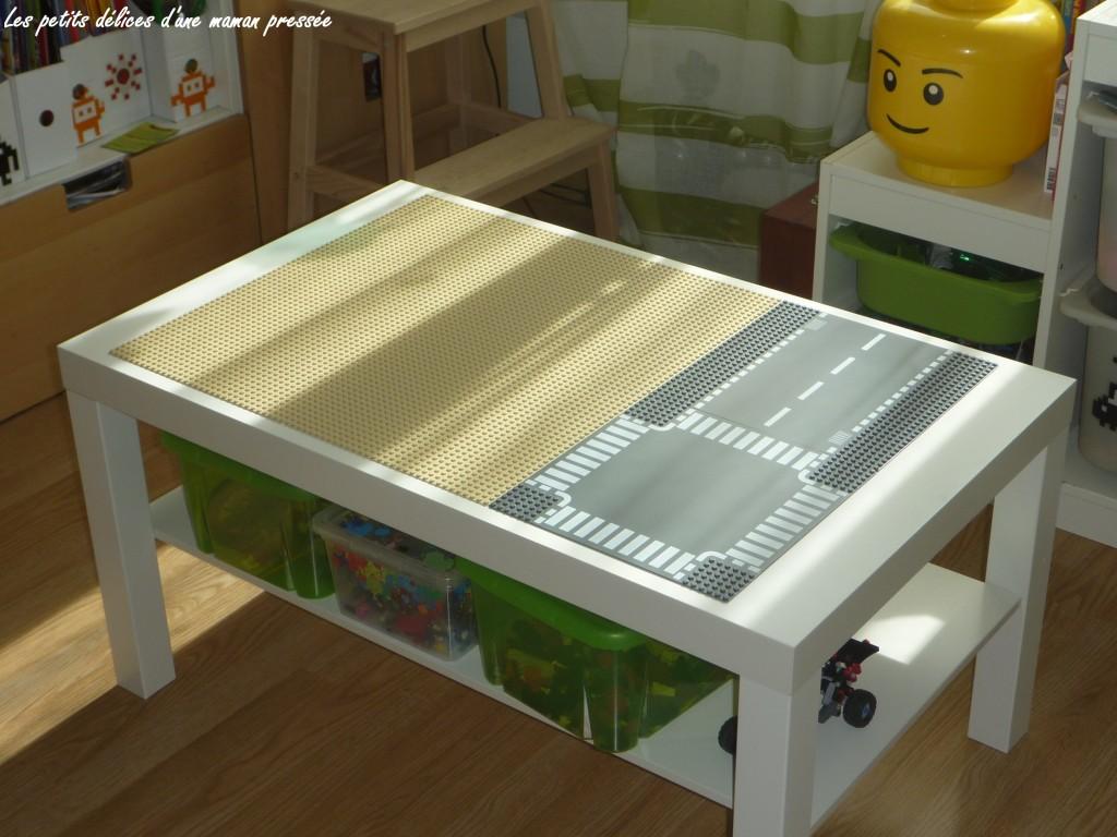 les petits delices d 39 une maman pressee table lego. Black Bedroom Furniture Sets. Home Design Ideas
