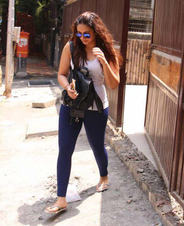 Huma Qureshi Spotted At Yoga Classes Khar