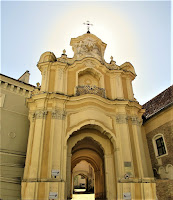 Wrota Bazyliańskie do Cerkwi św. Trójcy (z tyłu Cela Konrada)