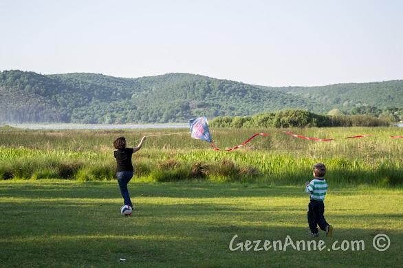 Poyrazlar Gölü kıyısında top oynadık ve uçurtma uçurduk, Sakarya