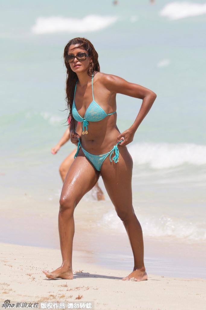Supermodel Just Beach Sunbathing Exhibition Impressive Peaks