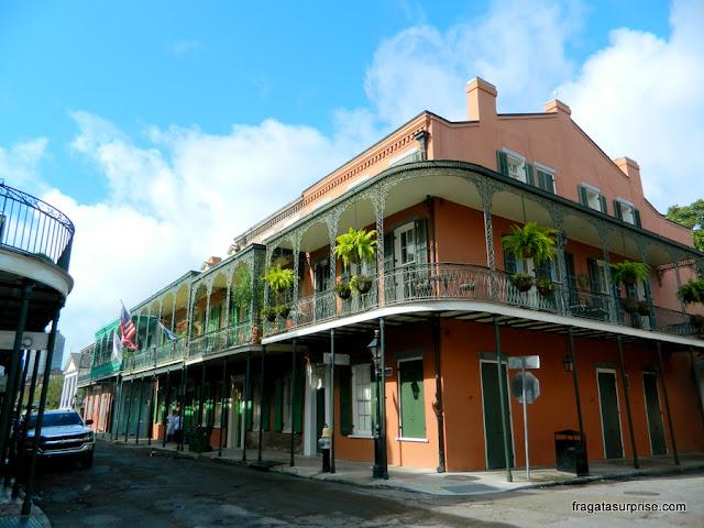 Casarão colonial no French Quarter de Nova Orleans