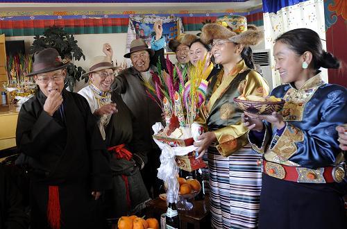 藏曆年-互敬青稞酒