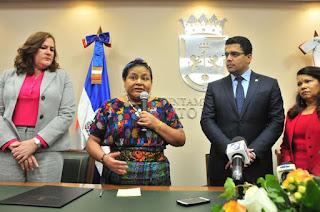 Ayuntamiento del Distrito Nacional declara Huésped Distinguida a Rigoberta Menchú