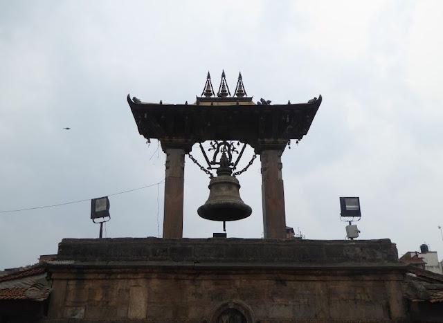 la campana dell'Harishankar Temple a patan