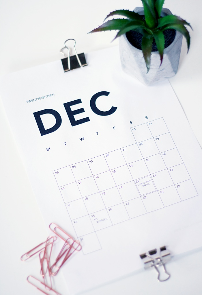 therefore i created this simple calendar which you can download for free at the end of this post