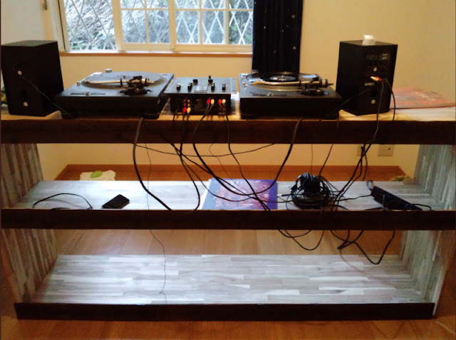 This is DIYl DJ table.