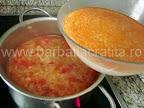 Ciorba de varza cu smantana preparare reteta - turnam smantana in oala