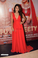 ishita Raj Sharma in Red Gown Stunning Beauty at success party of film sonu ke u ki sweety 019.jpg