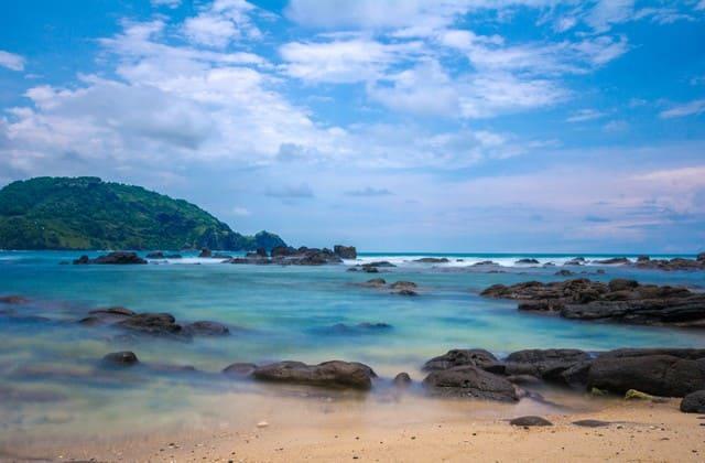 Pantai Wedi Ombo, objek wisata eksotis yang jadi tujuan berjemur para turis mancanegara